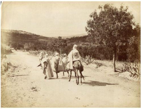 ND. Phot. Algérie, Hommes Arabes sur route Algeria. Vintage albumen print. T