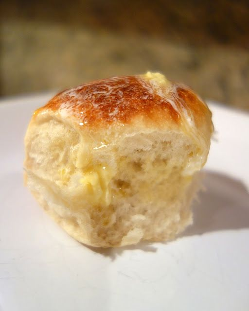 Slow Cooker Dinner Rolls - cook rolls in the slow cooker! Who knew?!