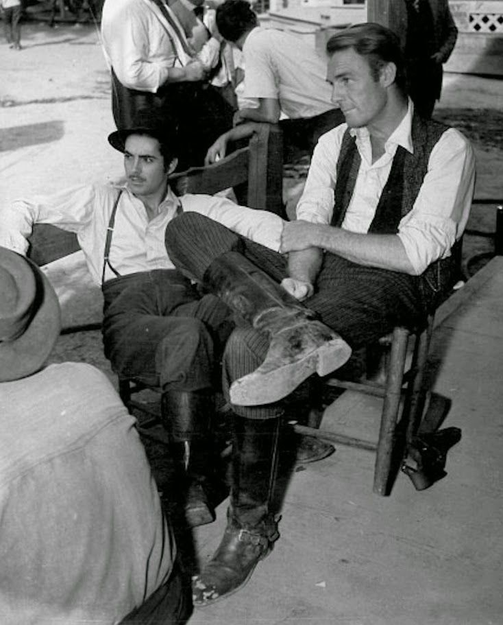 Tyrone Power and Randolph Scott on the set of Jesse James  (Henry King, 1939)