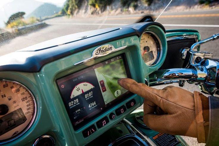 В наше время, когда законы физики все больше начинают диктовать пределы объемов двигателей, которые можно уместить на два колеса, производители мотоциклов начинают соревноваться в инновационности бортовых систем управления. В 2017 году порадовать мотолюбителей собирается компания Indian Motorcycles.
