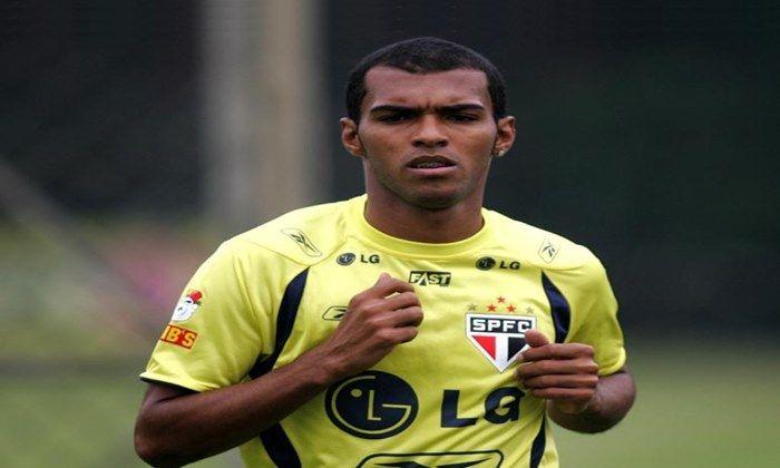 O Guarani pode anunciar a contratação de um jogador bem conhecido do torcedor, trata-se de Richarlyson, ex-São Paulo e Atlético-MG.