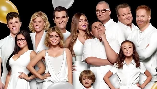 The Net Worths Of The Modern Family Cast Members Modern Family New Actors It Cast