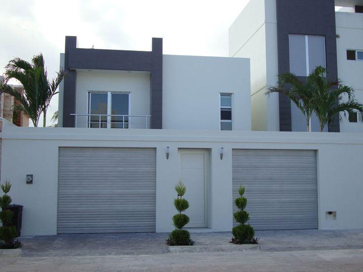 Casa en renta $28,000 3 recamaras, sala de TV, cocina integral con barra y alacena, alberca portones anticiclónicos eléctricos en la SM 12