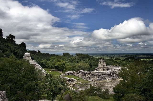 Set in the foothills of the Tumbalá mountains of Chiapas Mexico, Palenque