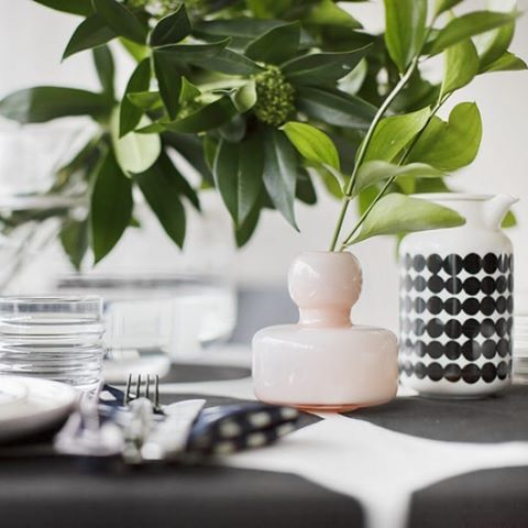 Presenting the perfect gift ideas for the summer celebrations. // Flower vase, Urna vase, Oiva tableware // #marimekko #marimekkohome