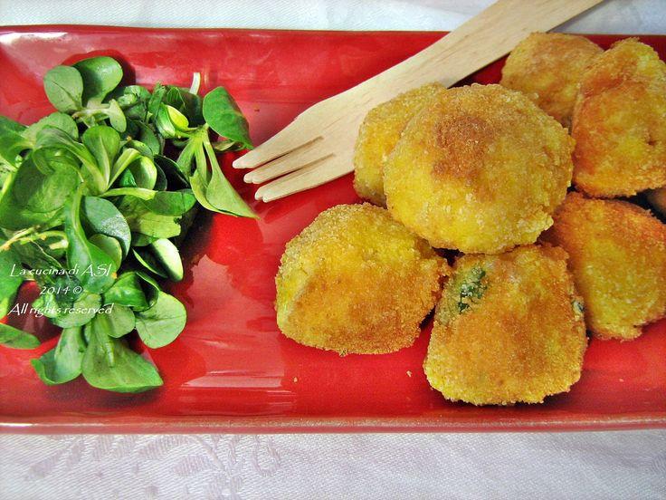 Oggi ho cucinato il baccalà preparando delle morbide e ottime polpette con una panatura dorata che accompagnate da insalata sono perfette. La cucina di ASI