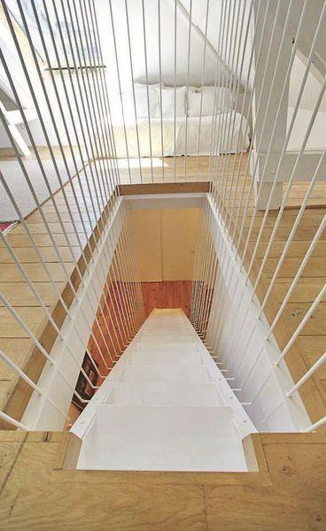 cage d'escalier en tubes d'acier blanc remy oliel valerie dimirdjian