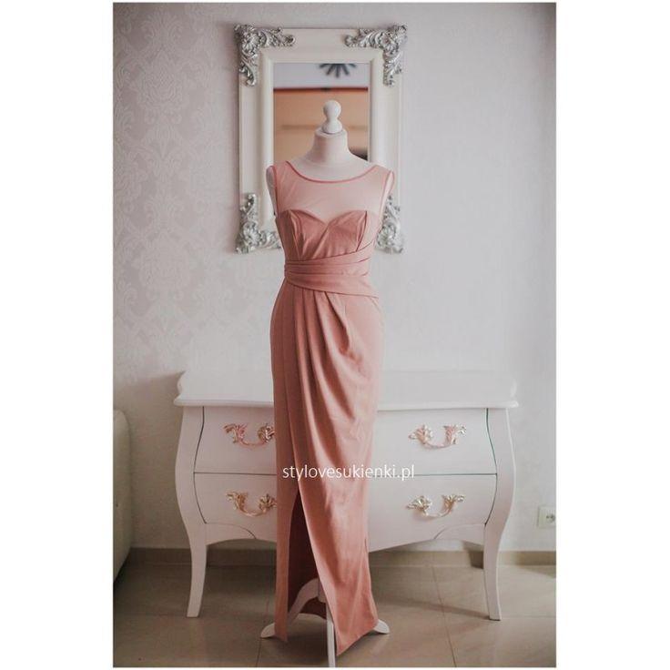 Przepiękna, wieczorowa sukienka z siateczką i rozcięciem. Sukienka doskonała na wyjątkowe okazje np. wesele, sylwestra czy studniówkę. Piękna, stylowa sukienka.