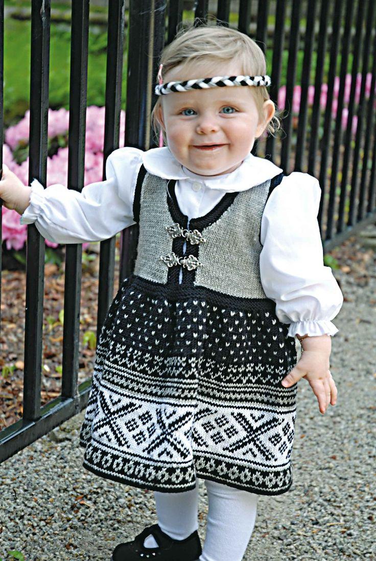 0706-4 Genser, jakke, kjole, bukse, sokker & lue - Viking of Norway
