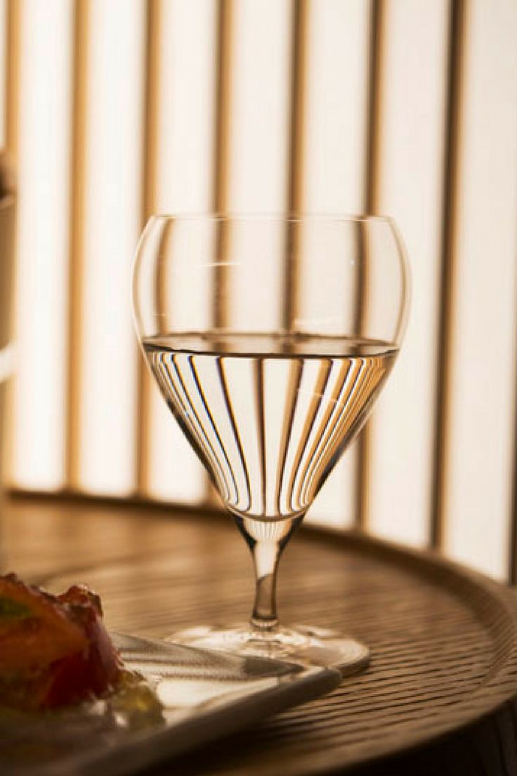 """NEW TASTE OF ""RYOKAN"" 地上17階の日本旅館「星のや東京」オープン 「お茶の間ラウンジ」では日本酒もサーブされる""  http://gqjapan.jp/life/travel/20160823/new-taste-of-ryokan#pages/26"