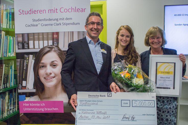 Die Studentin Katharina Vollrodt (25) ist die Gewinnerin des Cochlear Graeme Clark Stipendiums 2017. Mit dem Stipendium ehrt Cochlear hörgeschädigte Studierende, die mit einem Cochlear Nucleus Cochlea-Implantat (CI) System hören, gute Leistungen vorweisen können und sich ehrenamtlich engagieren.