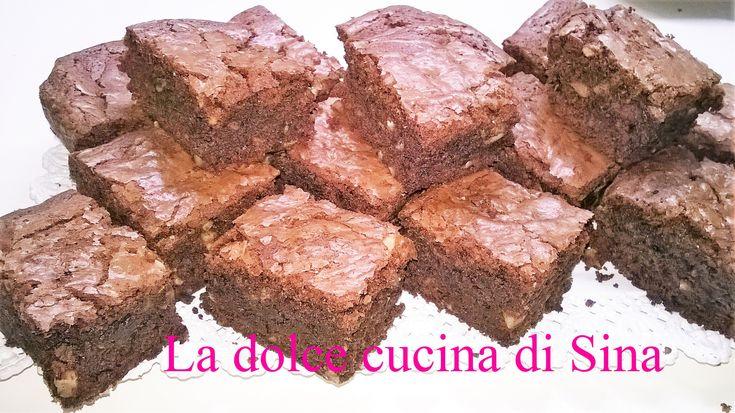"""I Brownies sono dei dolci  """"pratici"""" , da mangiare anche in piedi , poco """"sbriciolosi"""" , abbastanza piccoli da stare in una lunchbox e soprattutto pieni di gusto !"""
