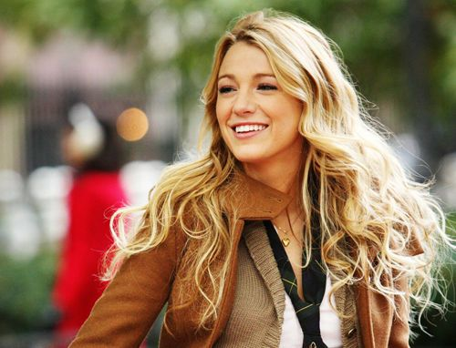 Absolutely loving these loose curly waves! #BlakeLively