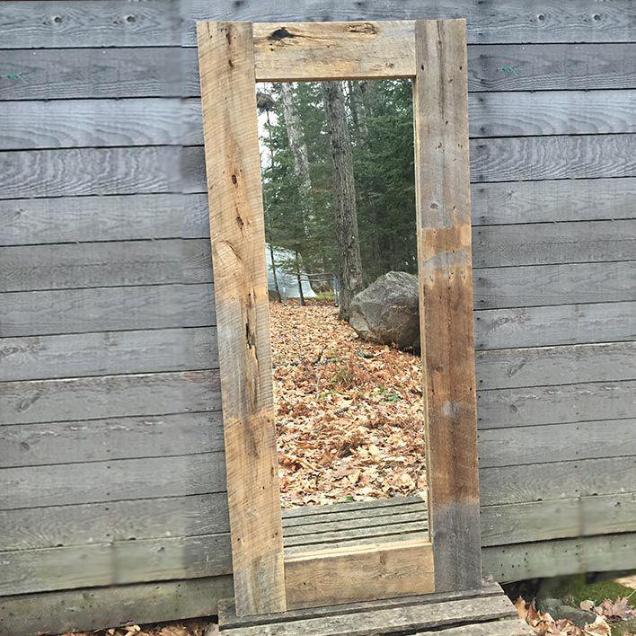Miroir rustique fait en bois de grange vestige co for Comment faire un miroir