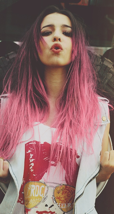 Black to Pink ombre hair..make this look with the oil pastel drawing crayon trick...