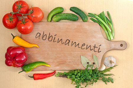 Cucinare le verdure aggiungendo erbe e spezie per completarne il...