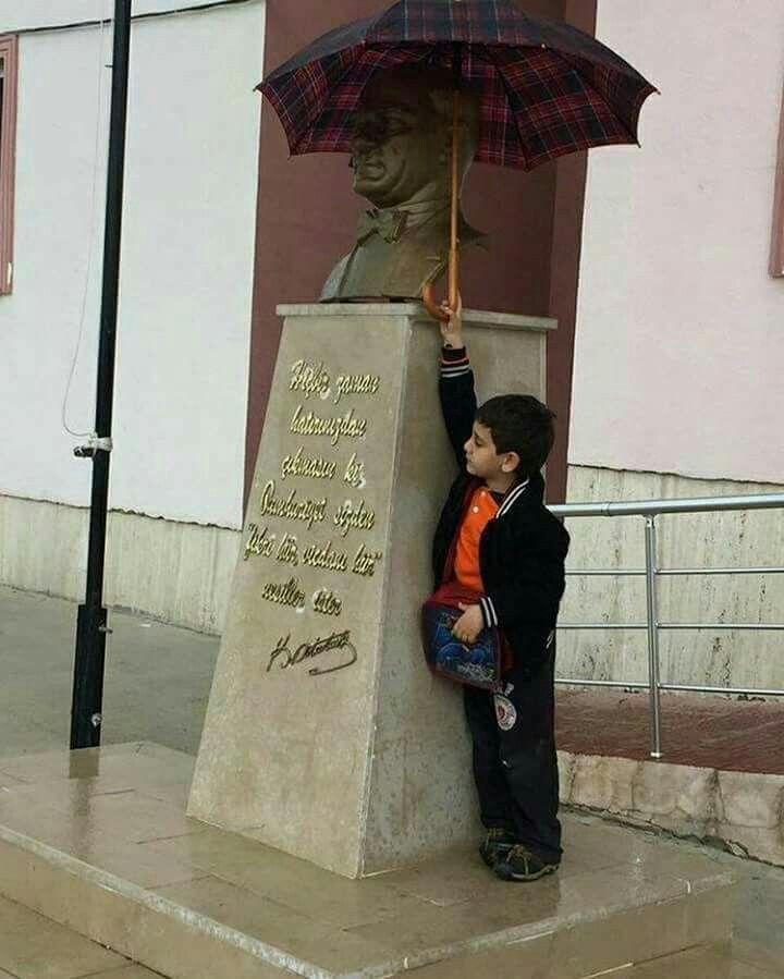 Aklınla binler yaşa sen küçüğüm geleceğin Mustafa Kemal'leri... Geleceğimiz çocuklarımız Ata'mızın izinde olduğunuz sürece bizlerin sırtı yere gelmez inşAllah...
