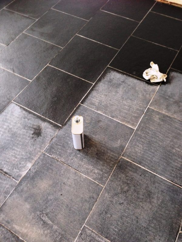 Cara Memoles Marmer dan Granit Agar Tidak Kusam Lagi . Cara memoles marmer dan granit yang sering digunakan sebagai perabot dan bahan bangunan area rumah maupun perkantoran. Biasanya marmer dan granit diterapkan pada lantai, lapisan dinding dan berbagai perabot. Banyak yang memilih marmer karena memiliki tamilan yang unik dan menarik yakni warnanya khas, teksturnya sangat halus setelah diproduksi oleh industri serta tampilannya yang mengkilap atau mengkilau.
