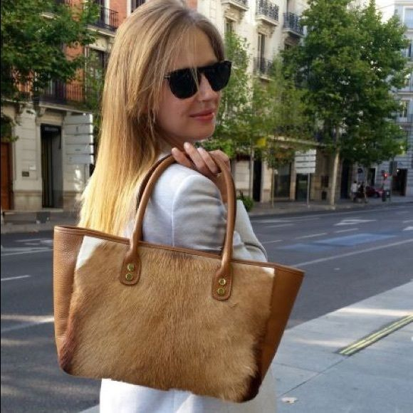 "Handmade Spanish Springbok Brown Tote Bag Marmott Accessories is a custom handmade Spanish designer bag launched in September 2015. The bag is made from the same leather and craftsmanship as famous Spanish luxury designer brand Loewe, which is exquisite with affordable price.  Perfect Gift for Someone Special in Holiday Season  Deliver from Madrid, Spain to NY in 10 days after placing the order  Product detail: • 17"" x 4.7"" x 9.4"" • Color: Brown • Material: 100% Leather • Zipper closure •…"