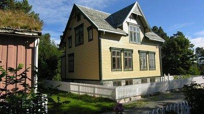 Bilde fra NRK M - da Julsundvegen 35 var ferdig restaurert - link til artikkel via bildet