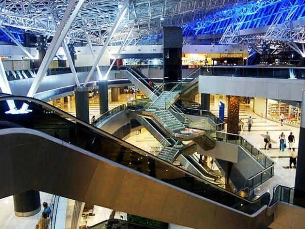 Ya faltan menos de cien días para que comience el Campeonato Mundial de Fútbol de Brasil 2014, y la mayor preocupación de los organizadores se centra en las obras de los aeropuertos.