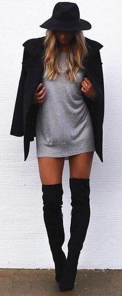 Платье-свитер + ботфорты.