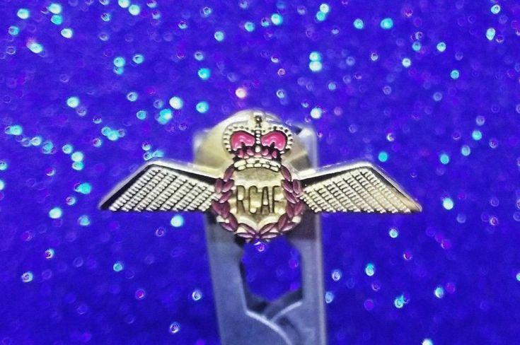 R.C.A.F.  ROYAL CANADIAN AIR FORCE PILOT QUEEN ERA 1953 - 1968 LAPEL PIN WING