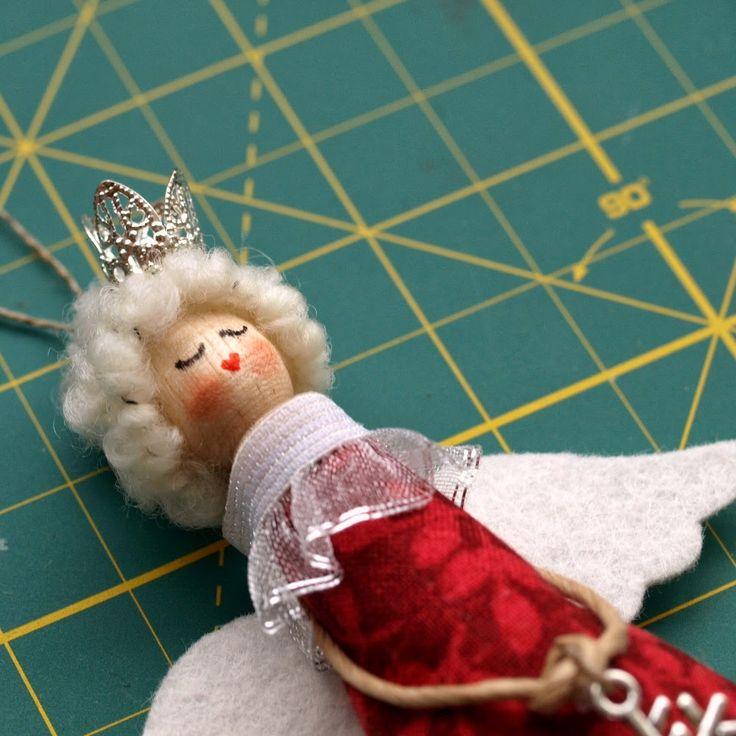 Как и обещала, выкладываю МК по ангелочкам на прищепке, может кто ещё успеет сделать их к Новому году! Вам понадобится вся эта куча вещ...