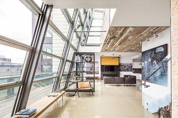 Hol? 497 Greenwich Street, New York, USA   Mi? Penthouse duplex indusztriális stílusban, tetőterasszal   Tervező? Sally Rigg, belsőépítész   Mi tetszik benne? A stílus és a helyszín összhangja: menő, provokatív, hatásvadász - ízig-vérig New York-i. Bár én tériszonyos...