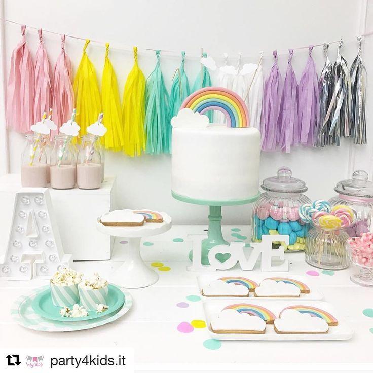 Apaixonada por essa mini table!! #Repost @party4kids.it with @repostapp ・・・ Arcobaleno e nuvole per un dolcissimo primo compleanno... #party4kids #allestimenti #partydecor #nuvole #clouds #instakids #paroladimamma #notonlymama #mumadvisor #mammeaspillo #mammeblogger #festeatema #festeperbambini #mylittleday #maedemenina #kidsparty #kidspartyideas #festademenina #festaarcoiris #festainfantil #rainbow #rainbowparty #minitable #miniparty #petitdecor
