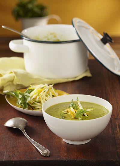 Receta: Sopa de calabacín con albahaca, puerro y limón