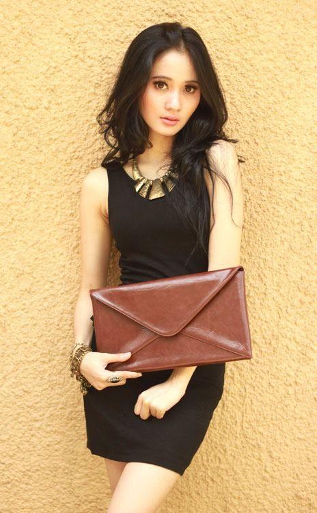 Cantalope 01 clutch bag #clutchbag #taspesta #handbag #fauxleather #kulit  #envelope #amplop #fashionable #simple #elegant #stylish #colors #darkbrown Kindly visit our website : www.zorrashop.com