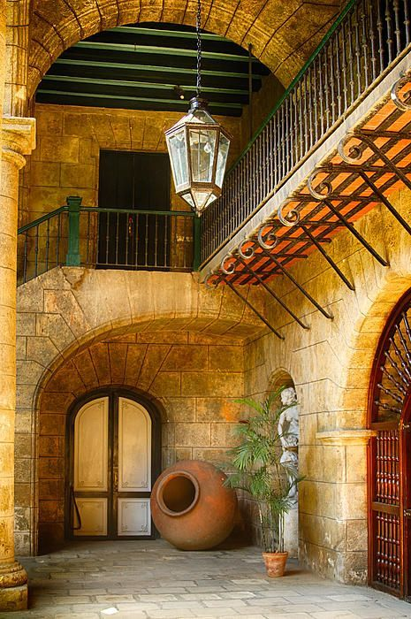 'Palacio de los Capitanes Generales' Courtyard, Cuba; photo by Levin Rodriguez