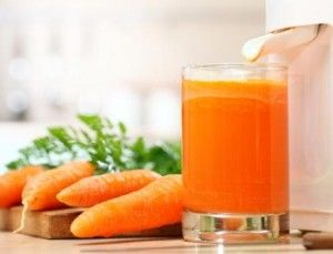 Juicing for Hypothyroidism...  Yes!  I LOVE me some smoothies, and if it will helps my Thyroid great...