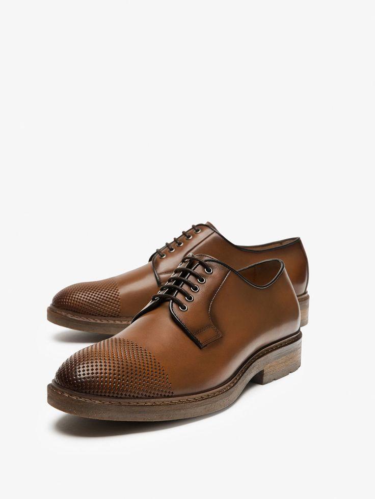 BLUCHER DE PELE POLIDA COM PERFURAÇÕES de HOMEM - Sapatos - Ver tudo da Massimo Dutti de outono inverno 2017 por 99.95. Elegância natural!