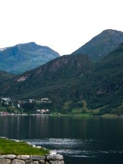 A blog about a long honeymoon in Norway.