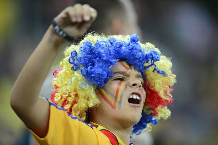 Un suporter al naţionalei de fotbal a României se manifestă înaintea meciului cu reprezentativa Ungariei, la Arena Naţionala, în Bucureşti, vineri, 6 septembrie 2013. (  Octav Ganea / Mediafax Foto  ) - See more at: http://zoom.mediafax.ro/sport/rio-2014-un-vis-frumos-11707407#sthash.PZo2PALq.dpuf