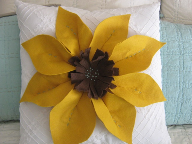 Sunflower pillow Diy.....Easy to Make!