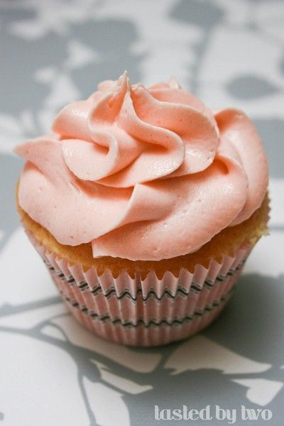 cream cheese cupcakes or cake/with guava buttercream