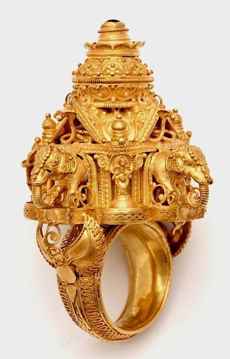 A 22kt yellow gold Indian temple ring.