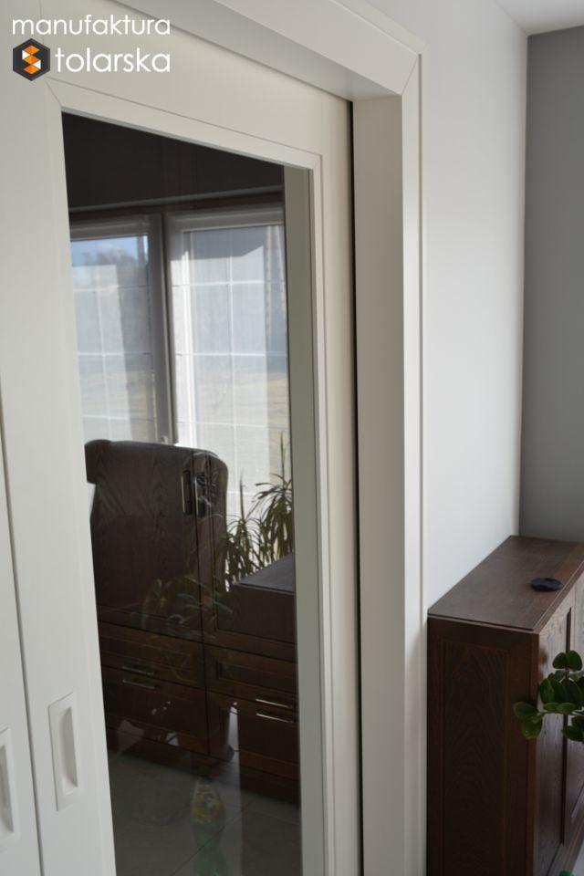Wood glass white door. Made in Poland. Manufaktura Stolarska 2017. Wykonujemy drzwi wewnętrzne w wykończeniach fornir lub lakier. #design #wood #wall #glass #flat #home #door #white #window