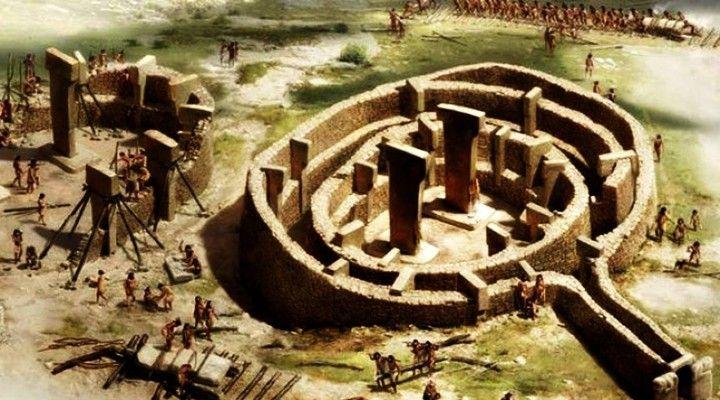 İnsanlık tarihi hakkında bildiklerimizi yeniden düşünmemizi sağlayacak, yerleşik tarih anlayışını ve bilgilerini değiştirip, dinler tarihini sorgulatacak, bir kısmımızın varlığından haberi dahi olmadığı bir arkeolojik çalışma 1995 yılından beri Urfa Göbeklitepe'de devam ediyor. İnşası Milattan önce 10000 yılına uzanan Göbeklitepe tarihteki en eski ve en büyük ibadet merkezi olarak biliniyor. Göbeklitepeİngiltere'de bulunan Stonehenge'den 7000,Mısırpiramitlerinden ise 7500 yıl daha eski…