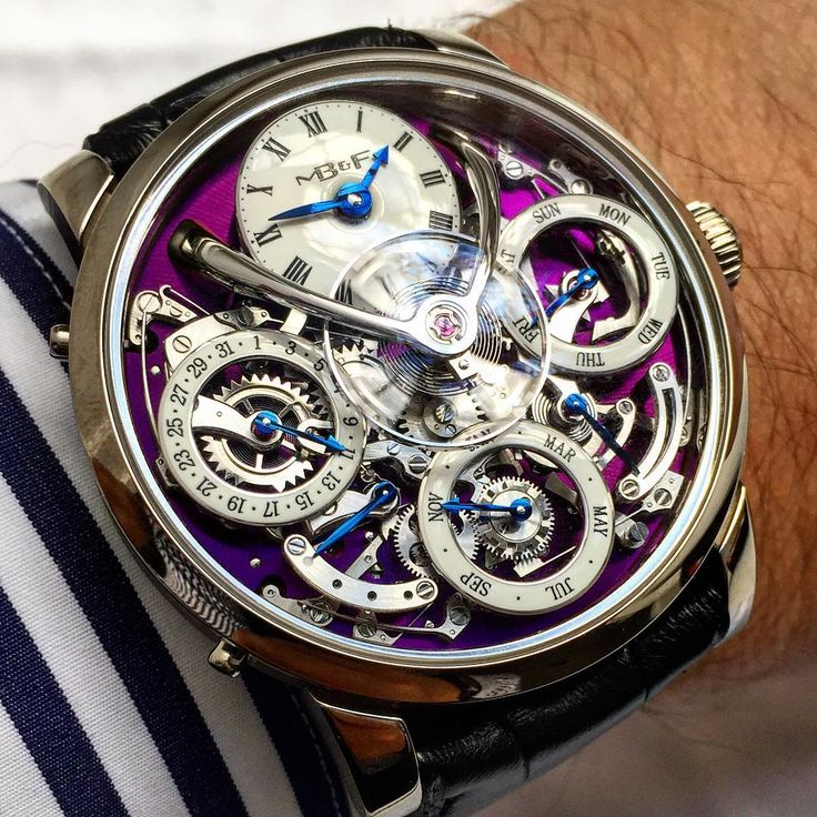 Here come the white gold versions of the MB&F LM Perpetual. This purple dial version is really amazing! Daring and beautiful!