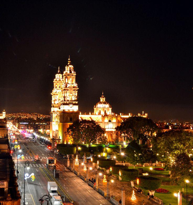 Estado de MIchoacan Ciudad Morelia , Mexico Catedral Iluminación de la Catedral de Morelia después de los fuegos artificiales. (World Heritage) January 5, 2013 By Hugh Nunez