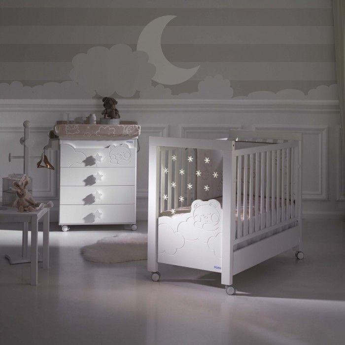 Illuminez la chambre de bébé est un fait de toutes les nuits avec le lit Dolce de Micuna. Rassurez votre enfant et aidez-le à s'endormir paisiblement.
