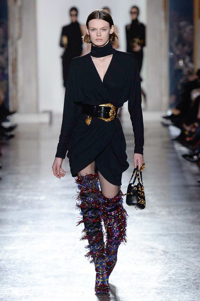 4d4008a1631 Versace Fall 2018 Ready-to-Wear Fashion Show Collection