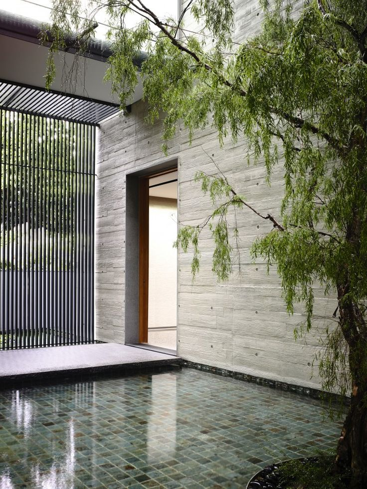 I am bloody in love with this entrance...66MRN-House / ONG&ONG Pte Ltd