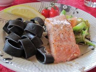 Cathrines matblogg: Laks i form med grønnsaker - festmat!