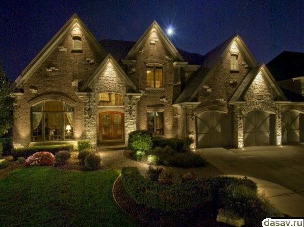 Подсветка дома, в результате таинственное освещение