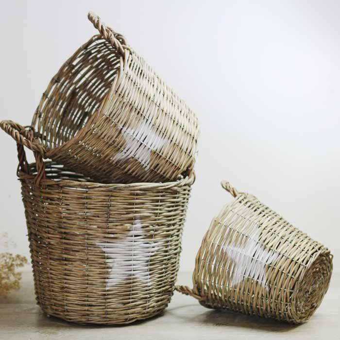 Cestas de mimbre con estrella en blanco ya disponibles en UBOshop a partir de 11,95€ http://www.unabodaoriginal.es/es/cesta-mimbre-estrella.html #decoracion #boda